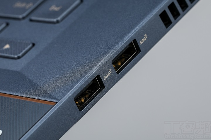 機身右側的輸出入埠只有兩組 USB 3.1 Type-A。