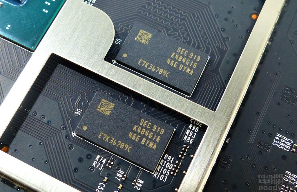 ▲ 記憶體選用 2 個 K4B4G1646E-BYMA DDR3L-1866,單顆封裝容量 4Gb,Archer AX11000 一共安排 2 顆組成 1GB 容量。