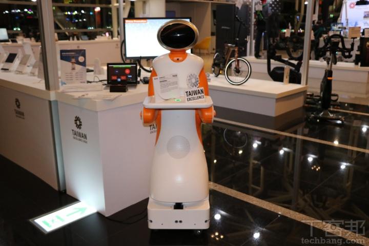 東元 TECO-智慧送餐服務機器人:物如其名主要應用在餐廳等各種服務業情境的送餐情境,可以根據機器人數量多寡與與環境,適應各種送餐環境,外加各種感應元件讓送餐更安全。