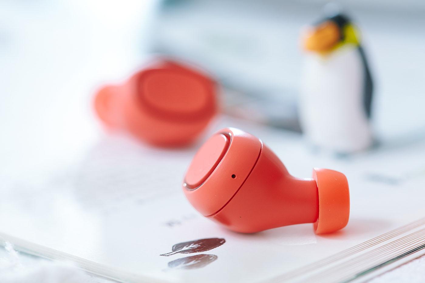 ATH-CK3TW�載Qualcomm® cVc™️ (Clear Voice Capture)技術,透過內藏的麥克風獲取環境音資訊,透過內部晶片處理,在用家進行語音通話時,將環境雜音削減,提升用家與對話方聯繫的講話清晰度,效果很好。