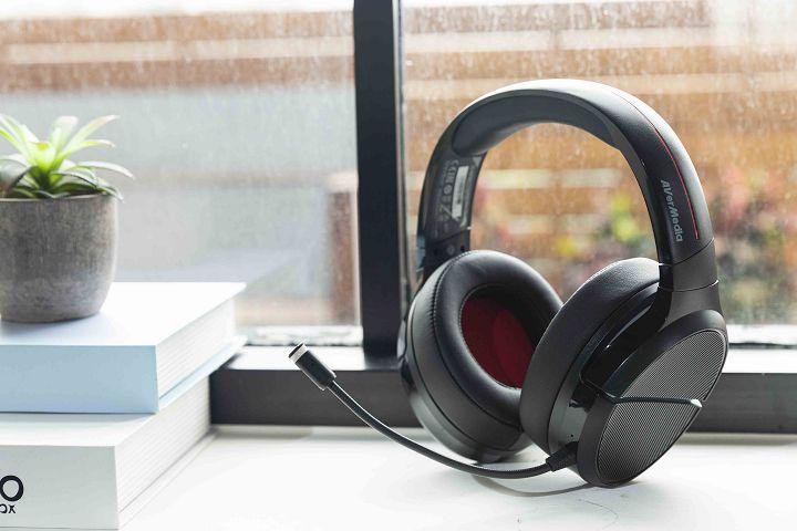 GH510 的尺寸比前代大上不少,耳罩內的共鳴空間也更大。