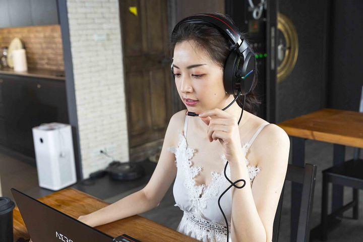 直播模式則主要針對語音清晰度進行提升,並透過等化器略微拉高一些中頻的部分。