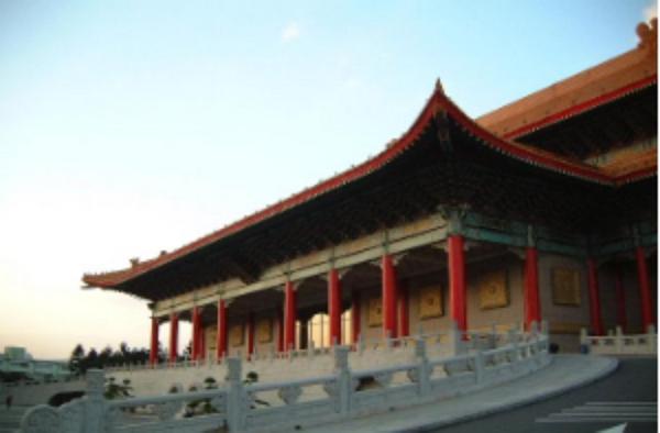 瀋陽故宮長得跟台北國家戲劇院一模一樣?國內知名旅行社官網好勁爆