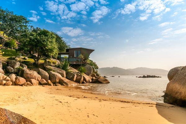 2019 年:巴西聖卡塔琳娜州坐擁私人海濱現代別墅 (Exception Property with Private Beach)/心願單收藏次數:27 萬 5,862 次