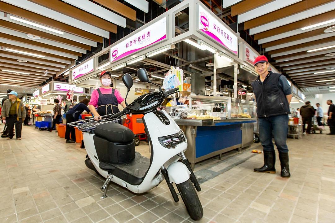�華 iE125 Pickup 電動車進駐台北環南市場,帶來更乾淨的購物環境