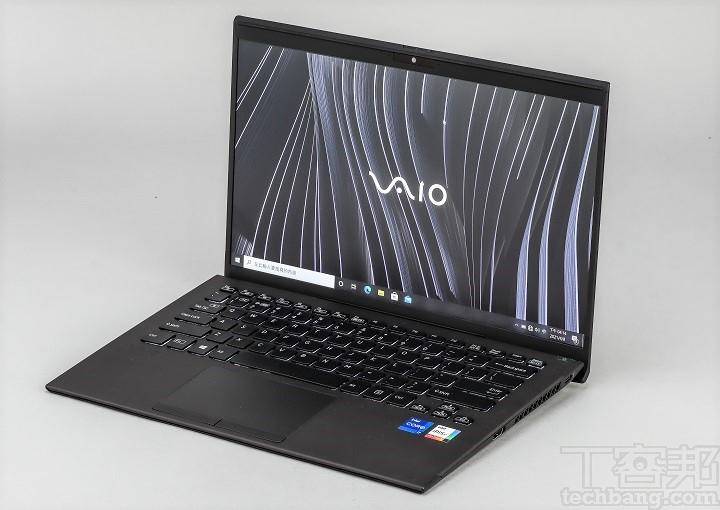 VAIO Z Signature Black 的螢幕為 14 吋、4K 解析度,再加上霧面防眩光設計。