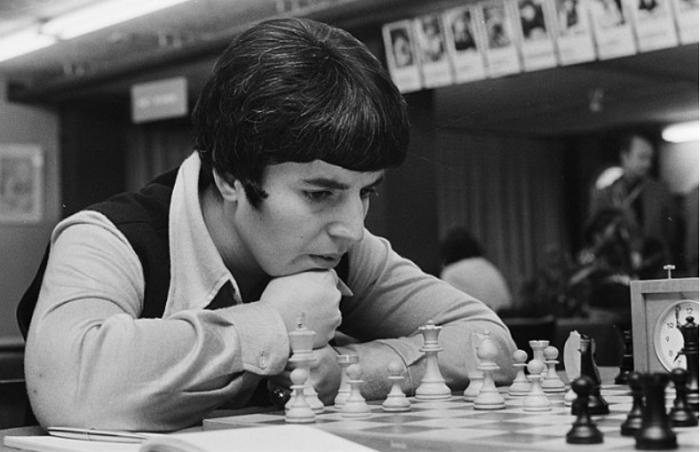 我才是西洋棋史上擊敗男性的那個人!前蘇聯女西洋棋大師因《后翼棄兵》一句台詞怒告Netflix