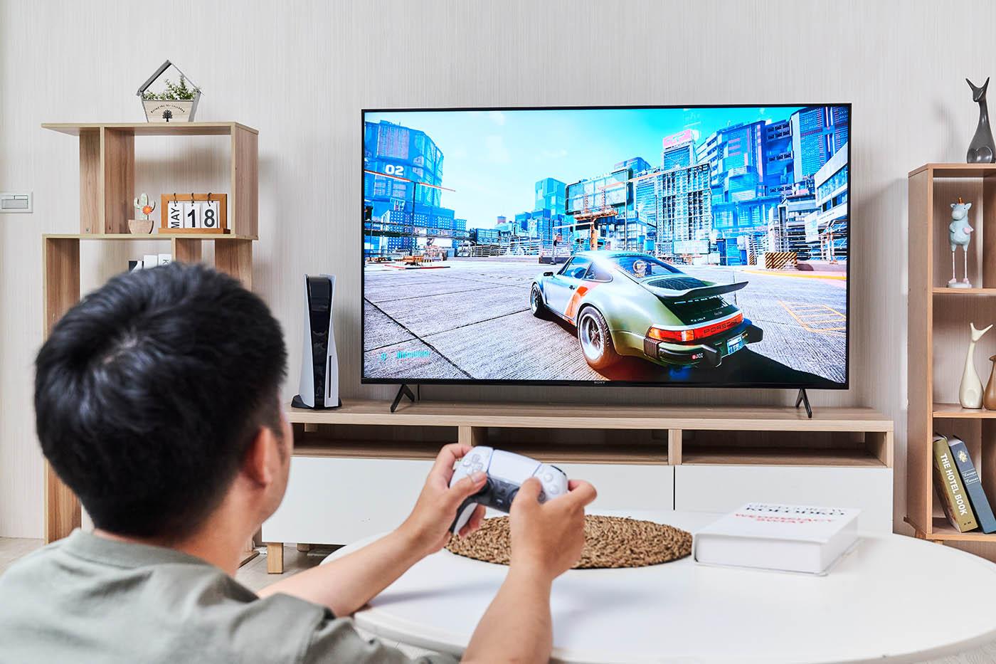 XRM-65X90J 擁有最適合玩遊戲的 65 吋大小,更重要的是它支援 HDMI 2.1 規格,能完美�配次世代主機 PS5 及 Xbox Series X 的高要求,讓玩家感受最優質的遊戲操控及聲光體驗。