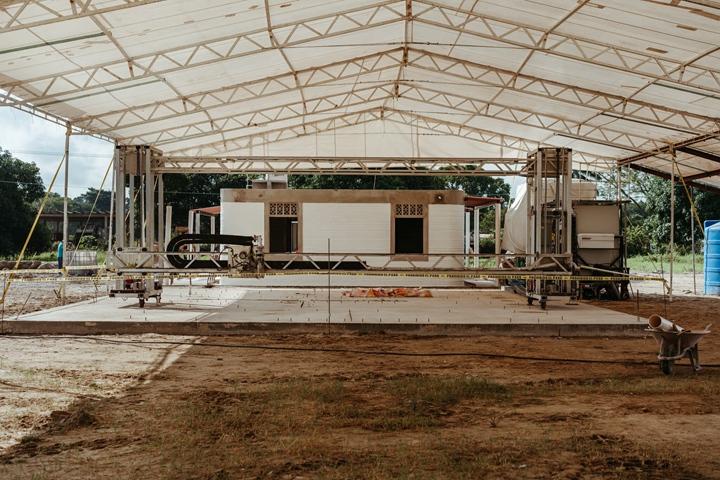 納卡胡卡有 10間房屋是用建築技術公司 Icon 的 Vulcan II 印表機所建造的。